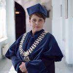 Dziekan Wydziału Filologicznego  dr hab. Joanna Czaplińska, prof. UO